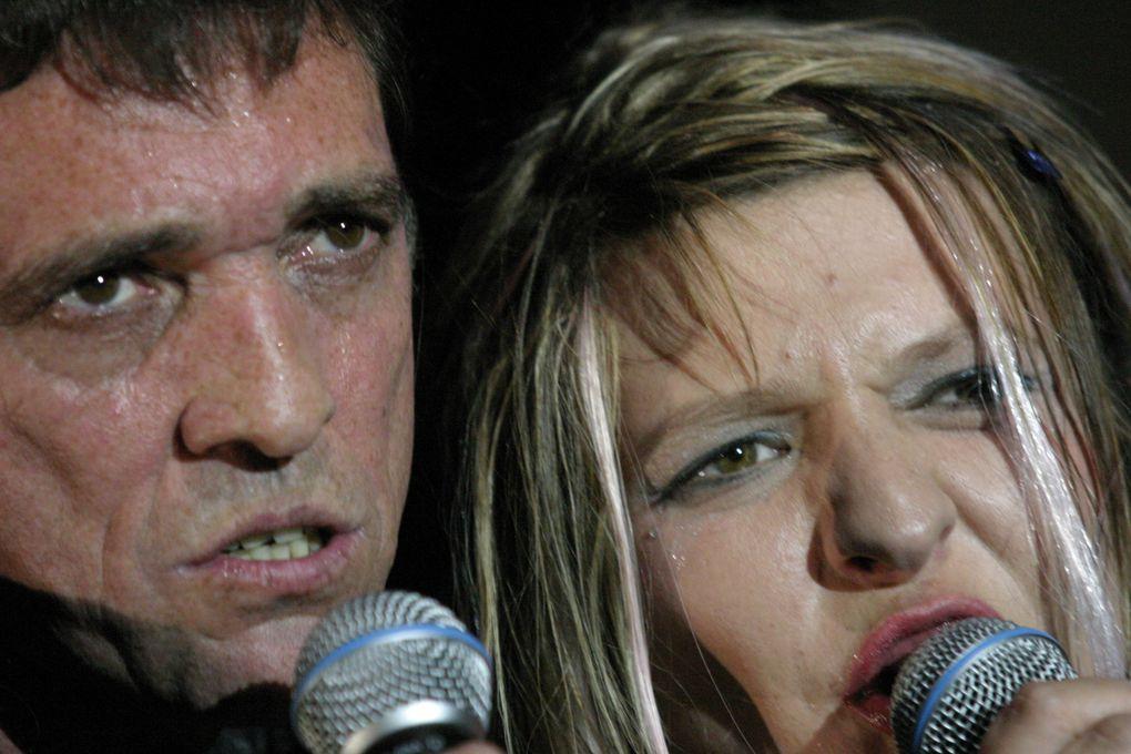 Kamédur(x) de Nadège Prugnard avec le chanteur Eric Lareine crée en 2005 à la comédie scene nationale de Clermont-Ferrand avec le soutien du Theatre de la Digue à Toulouse et la Coopérative de Mai à Clermont-Ferrand . Photos de Jean Louis Fer