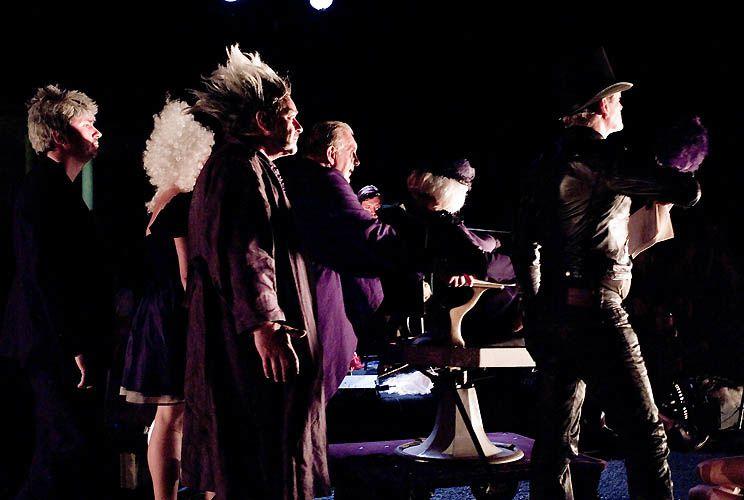 Putain de route de campagne de Nadège Prugnard - Photos de Laurent Ouisse au Festival international de théâtre de rue d'Aurillac 2011