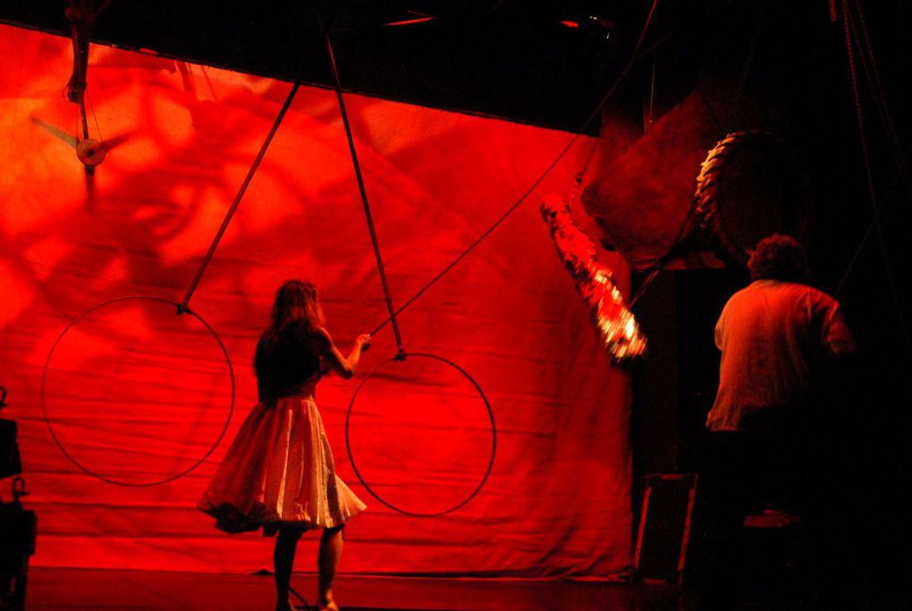 De Pierre Meunier et Nadège Prugnard/ Un projet de Pierre Meunier /Production Cie la Belle Meunière http://www.labellemeuniere.fr/Photos de Daniel Aimé prises le 1er décembre 2010 au Théâtre d'Aurillac scène conventionnée