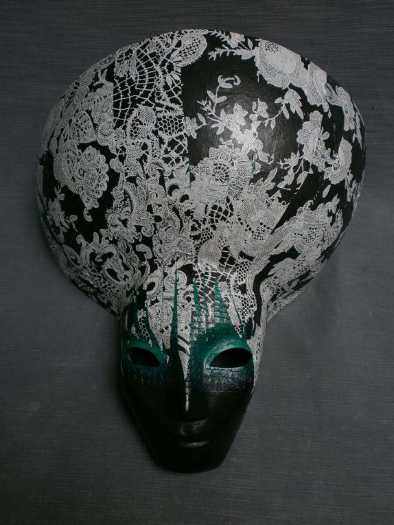 masques  terre cuite patinée années 80 à 90