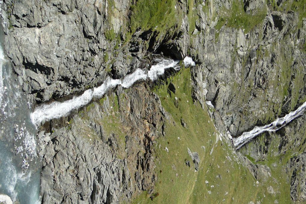 Mt Genèvre et le sentier géologique. Du col du Glandon le lac et le col de La Croix. Vanoise : le refuge de la Dent Parachée et les bouquetins du Lac Genepy à partir du Plan d'Amont. A partir du Parking de Bellecombe, le Plan du Lac, le torrent d