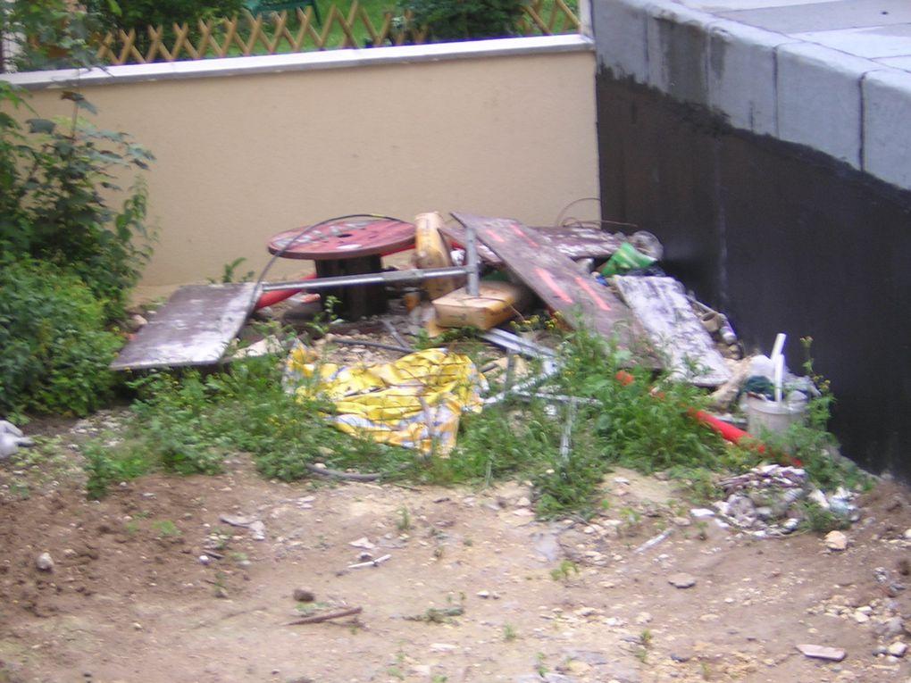 Jardinières rue Jules AUFFRET et HELENE, jardins commun et privé, clôtures,local poubelles rue Jules AUFFRET absent