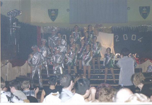 C'est une association de danse et spectacle où j'ai passé plus de 5 ans! Mon arrivée dans leur équipe en 2000 a été l'une des meilleures choses de ma vie! Merci Goulu, Gigolette, Gertrude et tous les autres!!!! de la part de Guenon
