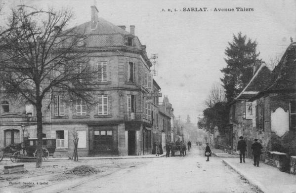 Je vous présente quelques cartes postales anciennes de ma collection (environs 200 cartes) sur la Ville de SARLAT. bonne Visite