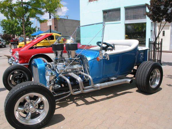 La belle carrosserie à l'honneur lors de l'un des plus grands rassemblements de camions et d'automobiles à Reno en Californie.
