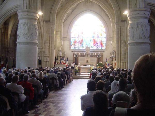 Commémoration du 90e Anniversaire de la Seconde Bataille de la Marne, au Mémorial de Dormans en Champagne.