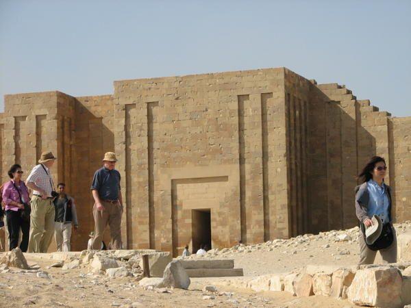 J'ai trié toutes mes photos prises en Egypte.GIZEH SAQQARAHDeux années riches en visites guider, Organiser, par Caire Acceuil le matin, pour les français expatrier . Par une charmante Egyptienne nommée Fatma.