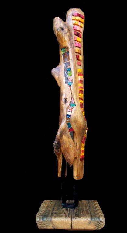 Sculpture mosaïque sur bois flottés.La technique du champlevé.L'art bysantin qui au VIème siècle  a développé l'art  du relief, du très bas relief, méplat et du relief champlevé  (motifs sculptés sur un fond creusé  et rempli   en