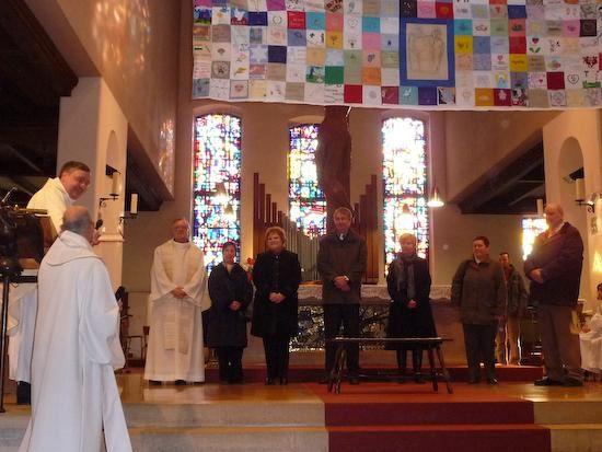 Dimanche 11 janvier 2009 fete de la communauté de paroisses de la Sainte Famille. Installation  de l'EAP par Pascal Sarjas, vicaire épiscopal et présentation du Patchwork de la fraternité.