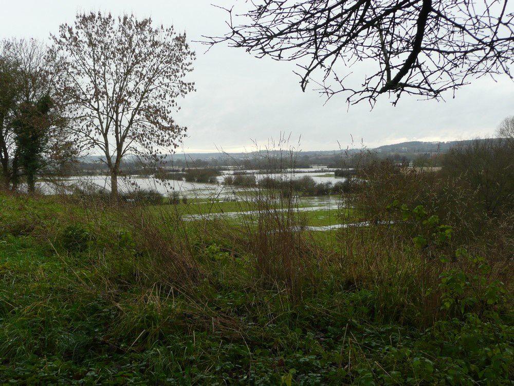 Quelques photos des crues, prises avant les ponts de Fée sur le chemin du Moulin et vue des Côtiers...