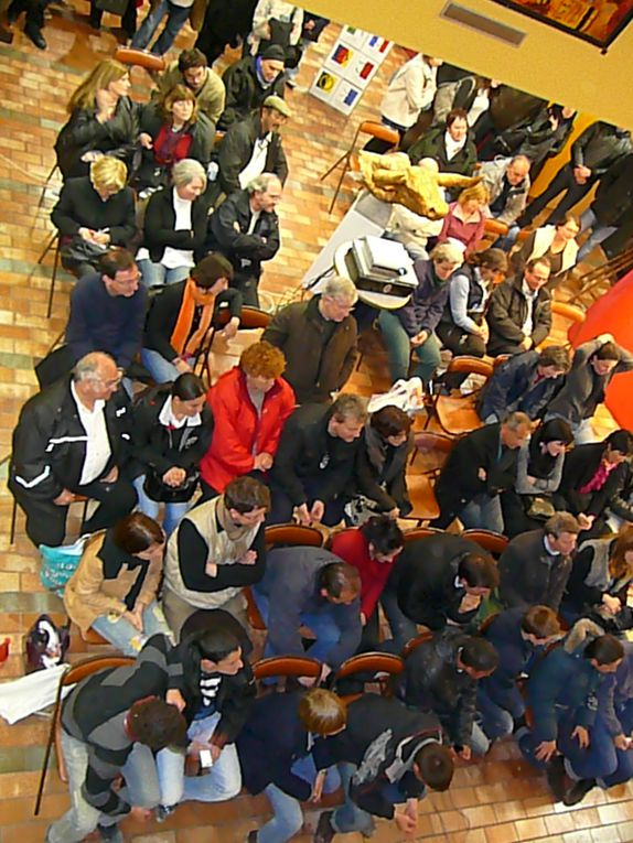 Le vernissage de l'Auberge Espagnole Pâques 2010 avec de gauche à droite : Jean-Pierre Prophète (auberge), Bernard Lesaing (photo), Jean-René Laval (sculpture), Nicole Di Méo (peinture), Pierre Charrain (photo), Catherine Le Guellaut (passionné