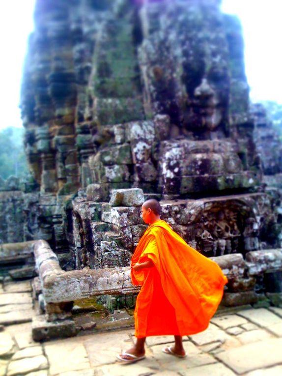 Photos prises au Cambodge en novemvre 2010 dans la région de Siem Reap : la ville elle-même, la route vers le lac, Tonle Sap et Angkor...