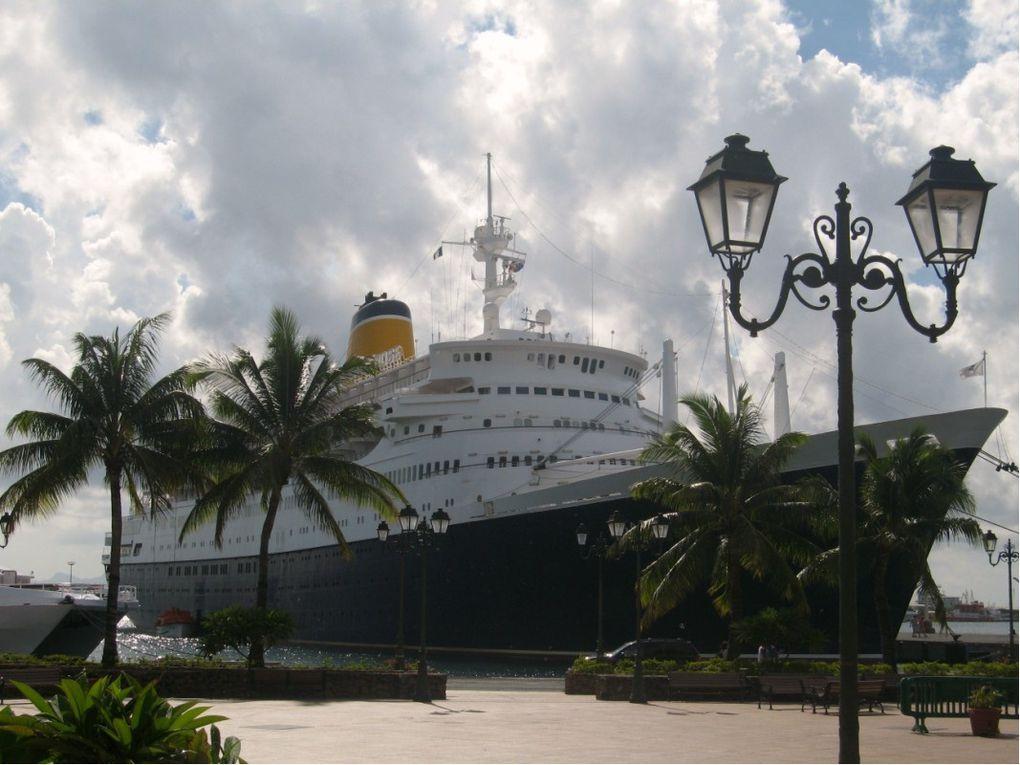 Quelques bateaux rencontrés lors de notre voyage.
