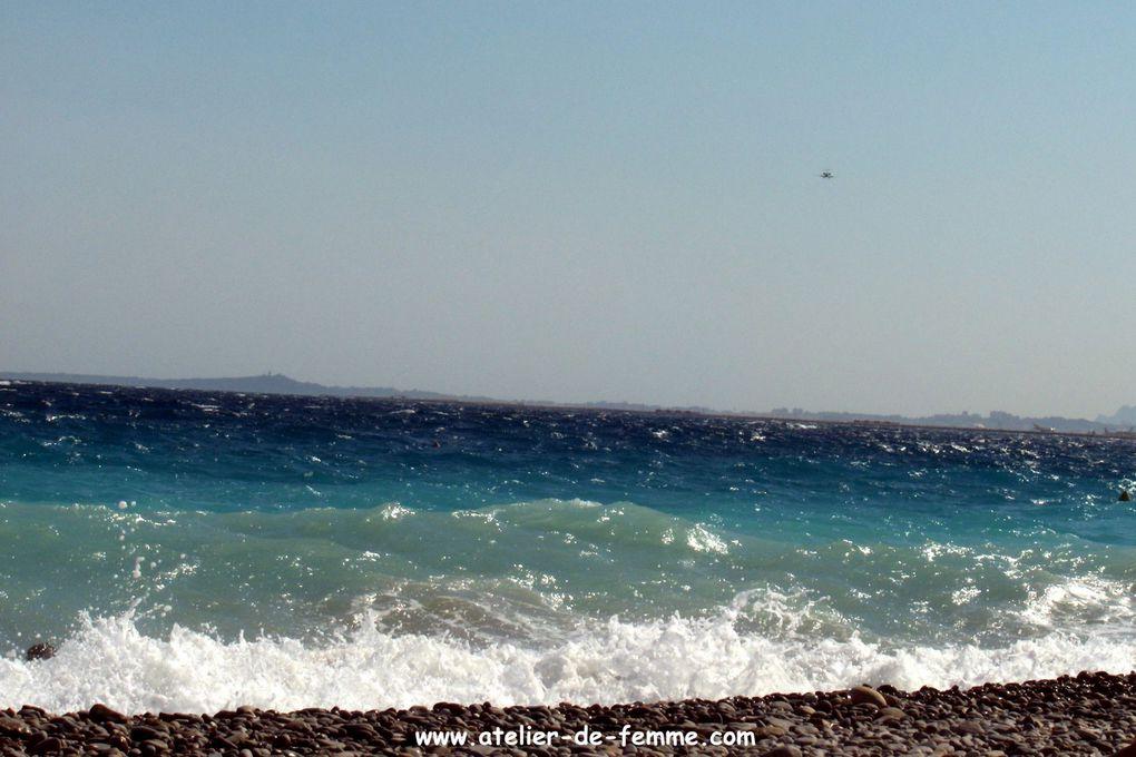 Mer et vagues sur les galets