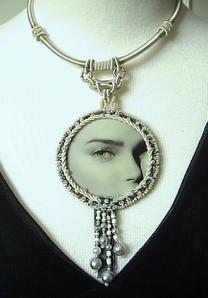 Mes différentes réalisations de colliers.Vous pouvez également les retrouver en vente dans ma boutique avec les photos de détails (voir mes liens).Cliquer sur les images pour les agrandir.