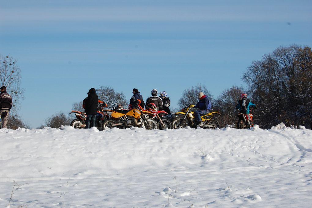 Suite et fin de la ballade à moto dans la neige.