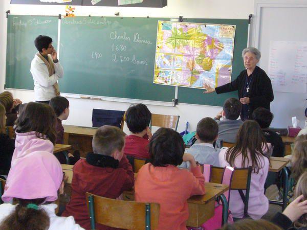 Visite des Soeurs de St Charles (Soeur Myriam , Supérieure Générale des Soeurs et Soeur Loreni qui vient du Brésil), le vendredi de la journée des communautés dans l'enseignement catho 5 déc