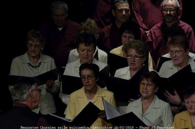 rencontre à la salle multimédia- Voix du Val d'Envigne- Clara Vallis- Chorale de Pleuvillepossibilité de tirages auprès de JG Pasquinet...autres photos dipos