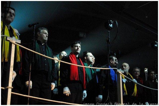 en 2010/2011. 500 choristes de la Vienne avec I Muvrini sous la direction de Jacky Locks