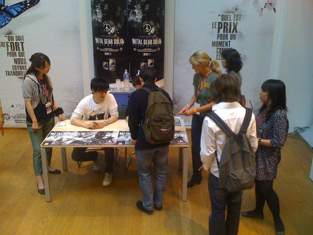 Journée de lancement de Metal Gear Solid: Peacewalker avec séance de dédicaces d'Hideo Kojima et Yoji Shinkawa