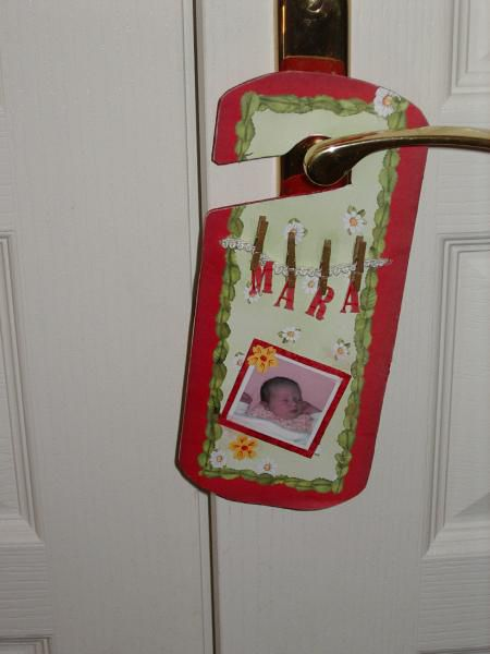 Quoi de plus sympahtique que de décorer uen porte d'une étiquette personnalisée ! De jolies idées déco et cadeau.
