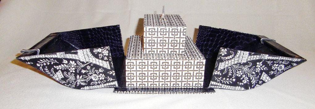 Du carton, une équerre, une règle un cutter et voilà des morceaux qui vont être collés, assemblés, agencés, ...On va les recouvrir, les habiller, les décorer, ... un objet est né !