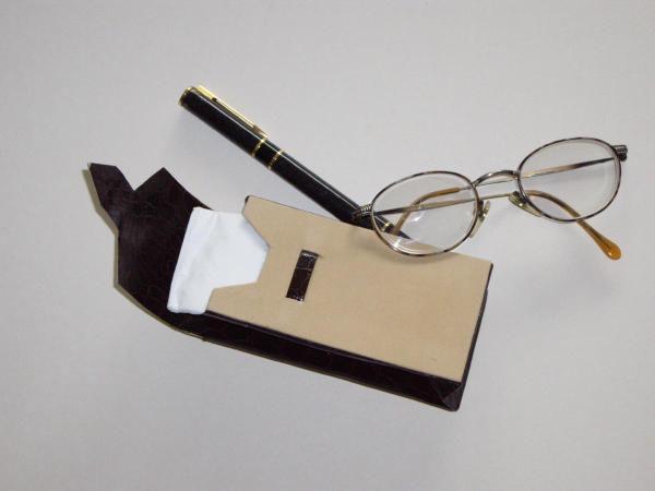 Du carton, taillé et assemblé pour former des objets divers et variés.