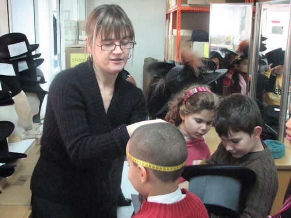 Meeeting between french pupils, milliner and coller in National Paris Opera