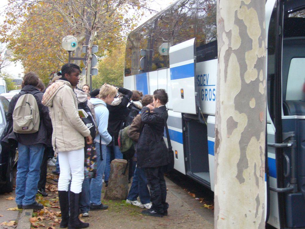 """Une action inscrite dans le projet pédagogique """"La Nation et son Armée"""" au Musée des Invalides, le lundi 16 novembre 2009"""