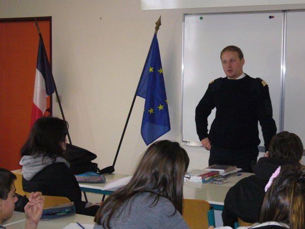 Photographies des exposés et débats sur les carrières militaires en classe de  2nde 5. Exposé-débat sur la guerre asymétrique avecla MCC.