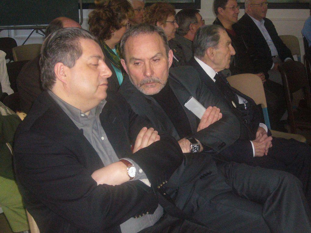 """Conférence du samedi 21 mars 2009 sur le thème de """"La Défense de la France aujourd'hui"""". Le Général (2S) Auzanneau a analysé en détail le Livre blanc 2008 sur la Défense."""