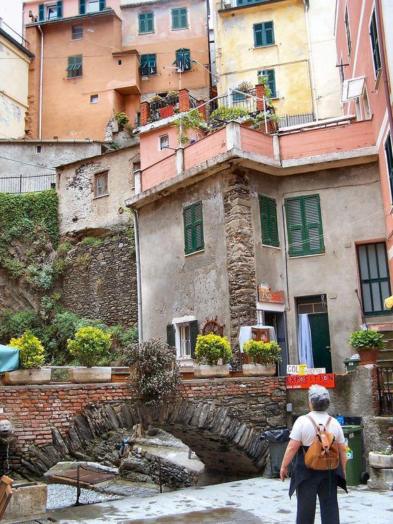 entre Levanto et la Spezzia, 5 villages médiévaux , inscrits au patrimoine de l'Unesco : Riomaggiore, Manarola, Corniglia, Vernazza, MonterossoSentier de randonnée de village en village .