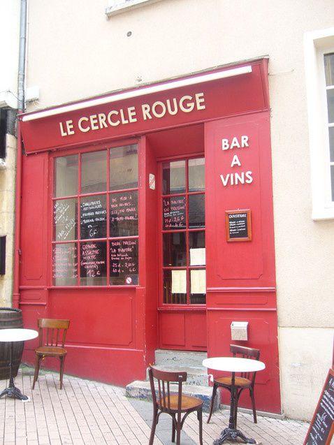 expo de quelques toiles embouteillées au Cercle Rouge (LE bar à vins d'Angers)