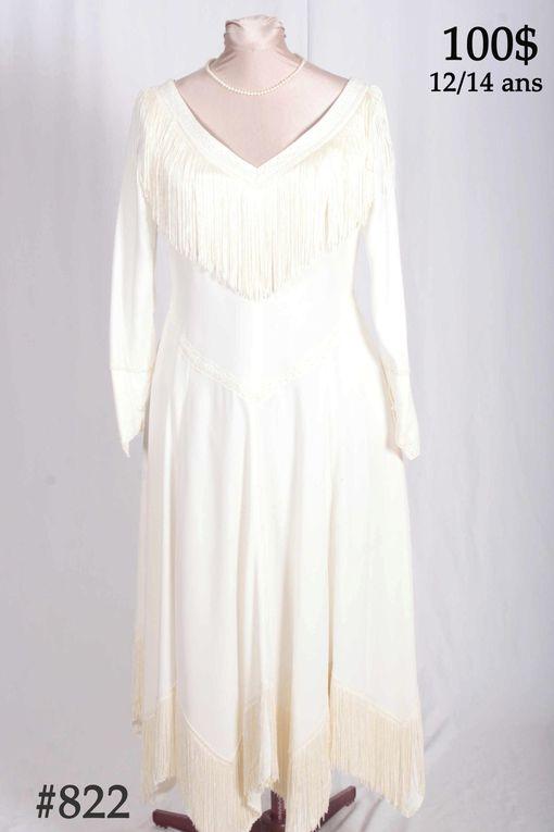 Voici une sélection parmi nos costumes et robes pour mariés.Nous confectionnerons sur mesure, le modèle de vos rêves.Venez nous rencontrer pour voir tous les autres choix.