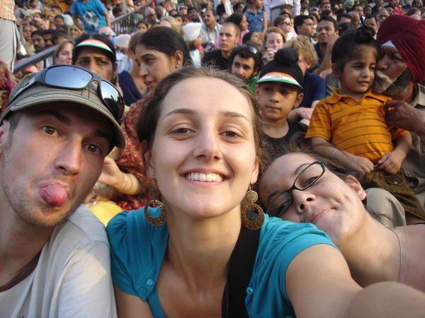 Tiphaine, Laurige, Axelle et Benjamin explorent Amritsar à la frontière indo-pakistanaise.