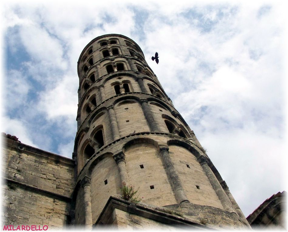 Jolies maisons, belles églises, vieux châteaux, manoirs, ou, vieilles ruines dans des lieux pittoresques, scènes de vie.