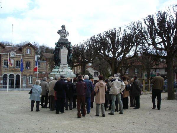 Afin de compléter la visite de l'usine Menier, effectuée en 2006, l'association a visité la  cité ouvrière dont la construction débuta en 1874, indissociable du site usinier.