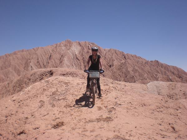 Notre arrivée au Chili , dans ce typique et tres touristique village perdu dans le desert d' atacama..et nos excursions dans sa region, la vallée de la lune, de la muerte, le salar, et l ascension du licancabur...