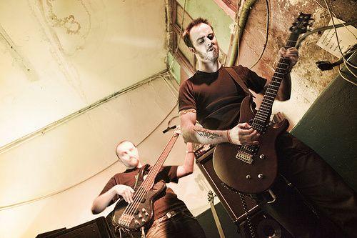 Des photos mémorables prises par Rod, le HibOO, lors d'un concert de soutien à la Miroiterie, un squat menacé de fermeture.