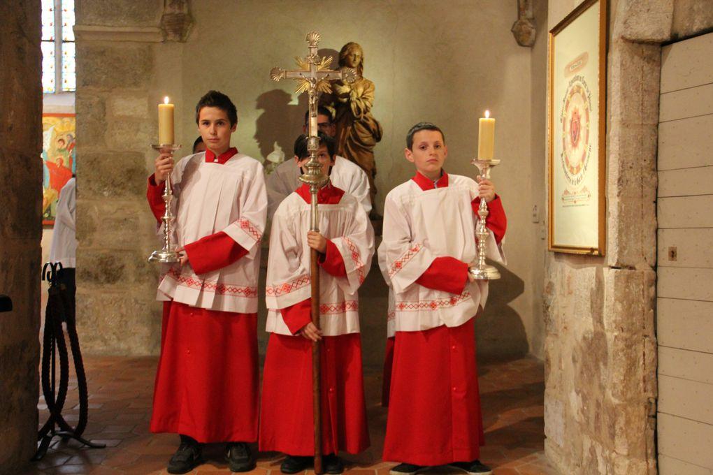 Première messe de M. l'abbé Raphaël RIGAUD, en la Solennité de la Fête Dieu. 3 juin 2013.
