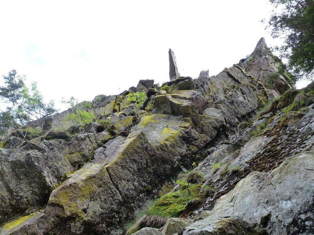 A l'attaque de l'un des sentiers parmi les plus techniques, difficiles, excitants et exceptionnels, de toutes les Vosges : le SENTIER DES ROCHES DE MONTABEY ! A ne surtout, mais alors, surtout pas manquer et à confier uniquement aux randonneurs ague