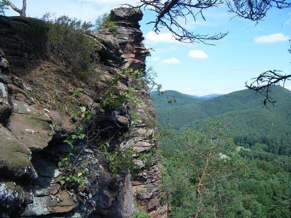 Découverte du site rocheux le plus exceptionnel du ban communal de Wilgartswiesen, dans le Palatinat allemand (entre Annweiler et Hauenstein) : le Bavariafels.