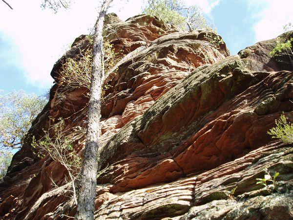 Découverte de l'un des plus beaux rochers de la sauvage vallée du Glasental, à Erfweiler, dans le Palatinat allemand : le Kumbtfels !