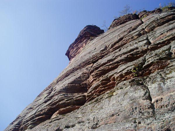 Découverte des rochers remarquables, situés au-dessus d'Erfweiler, sur les pentes Sud du massif du Hahnberg (321 m maxi) : le Landersfels et le Bänderfels !