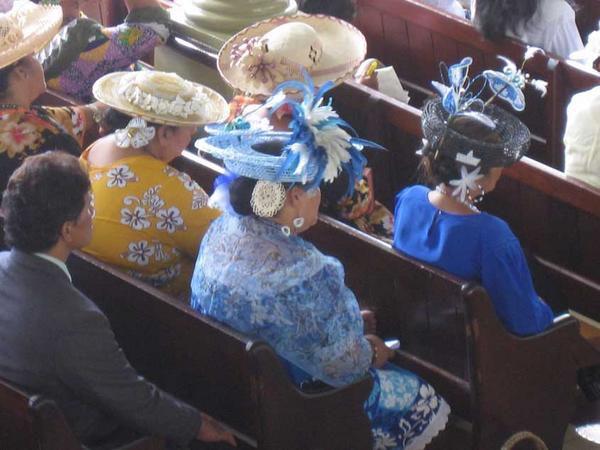 Le dimanche à Papeete, c'est jour de marché et puis le culte au temple de Paofai