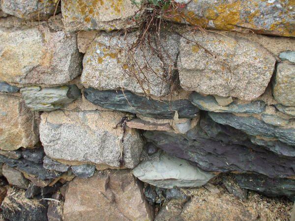 Au bord dela rivière....il y a des jolies pierres....