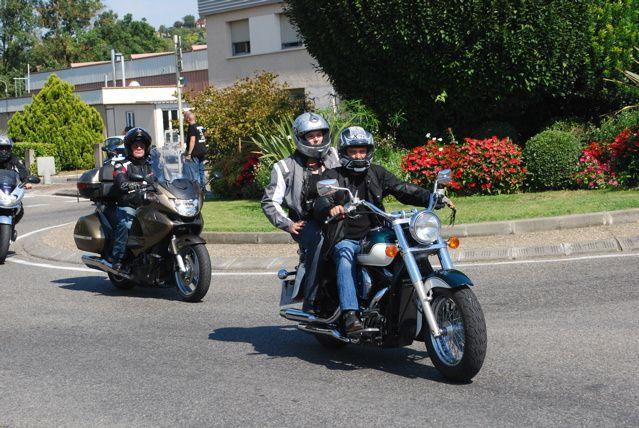 manifestation contre les mesures du CISR du 11 mai.Les départements voisins se sont donnés rendez vous à Auch. Près de 800 motos étaient présentes.