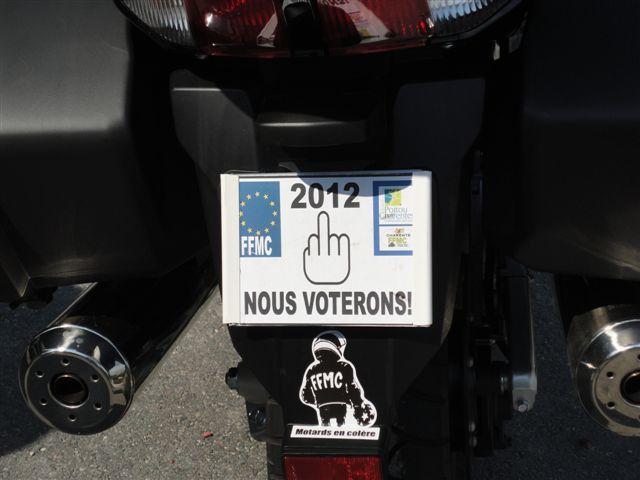 Manif contre la répression routière, les gilets fluo, les grosses plaques, le ct...à Angoulême