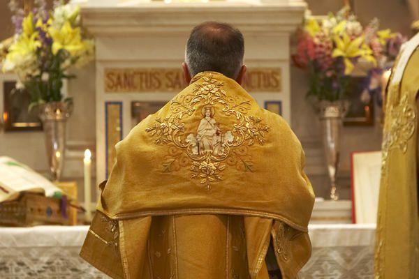 Photos de la Messe pontificale traditionnelle célébrée par Mgr André-Mutien Léonard - évêque de Namur - pendant la semaine du 49e Congrès Eucharistique International de Québec, en l'église de St-François-d'Assise, le samedi 21 juin 2008.