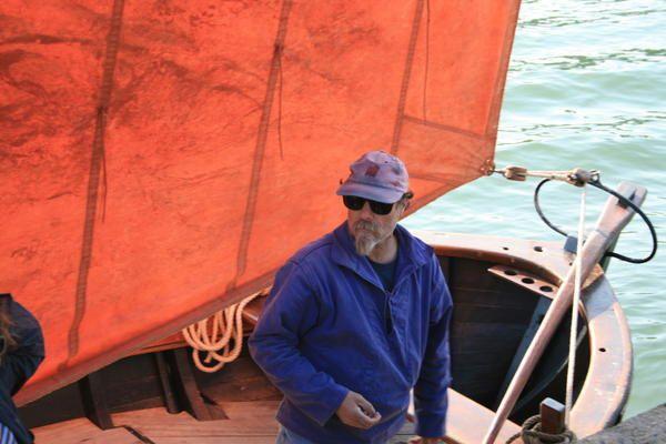 Les sinagots, ce sont les habitants de Séné dans le Golfe du Morbihan. Ce sont aussi de magnifiques bateaux qui font partie du patrimoine maritime de la région. Cinq bateaux sont actuellement en navigation. Un sixième va bientôt voir le jour.